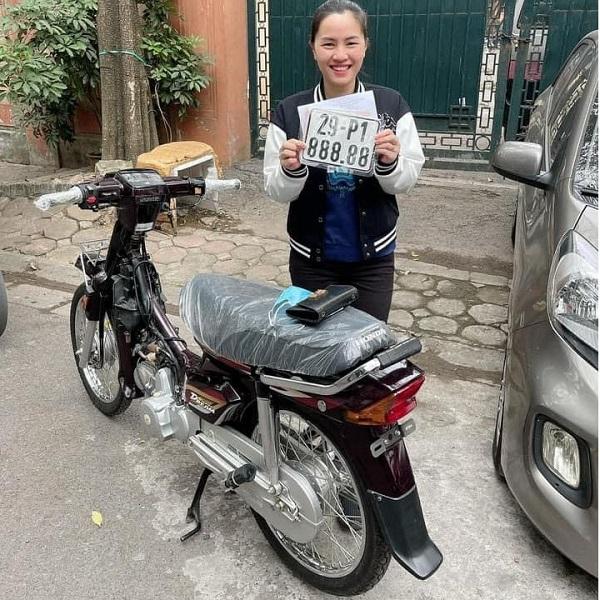 Cô gái Hà Nội bấm ra biển ngũ quý 88888 cho chiếc Dream mới mua, muốn đổi ngang lấy chiếc ô tô